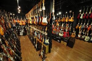 高林SONIXの楽器店内